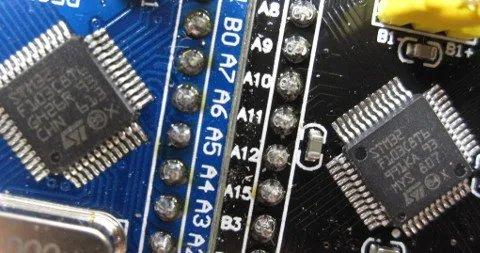 عکس دومین میکروکنترلر تقلبی STM32 برند ST