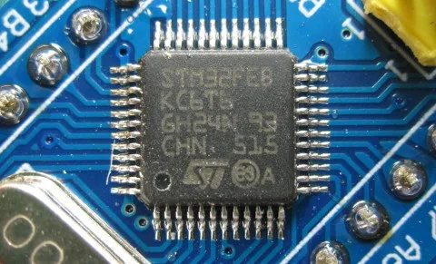 عکس میکروکنترلر تقلبی STM32 برند ST